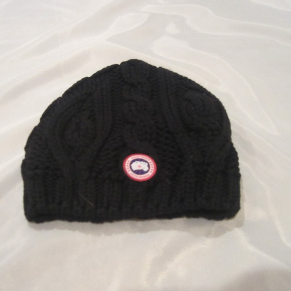 2eb883500ef Canada Goose NEW Black Cable Knit Beanie O S